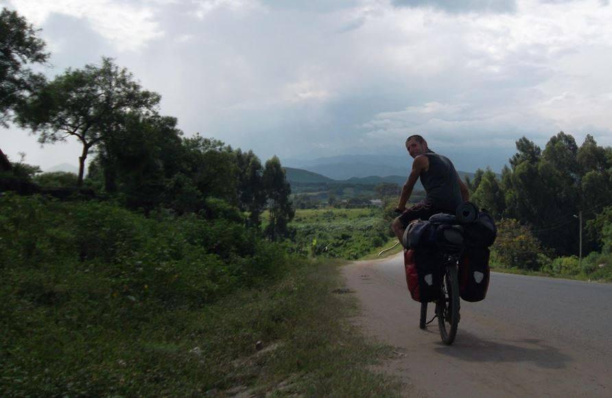 С велосипед около света с веган номада Лукас